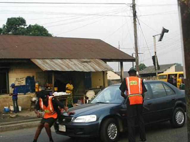 Police officers brazenly commit crimes on Nigeria streets